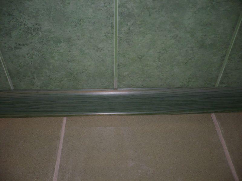 Как сделать плинтус в ванной на полу
